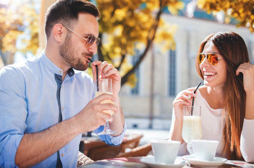 Paar trifft sich zum ersten Date
