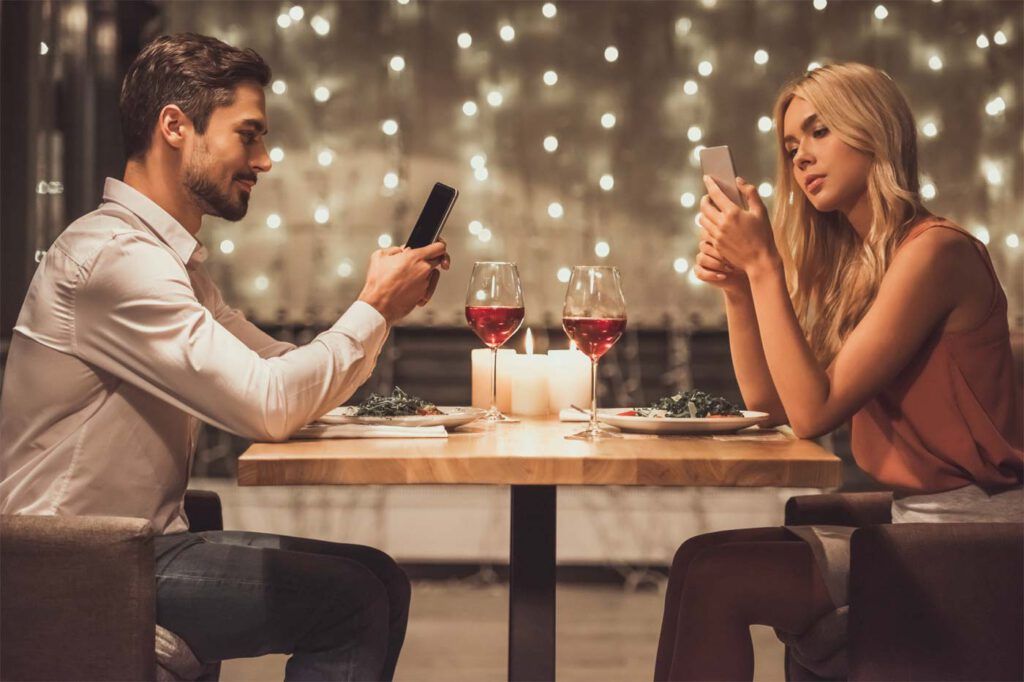 Peinliche Gesprächspausen beim ersten Date